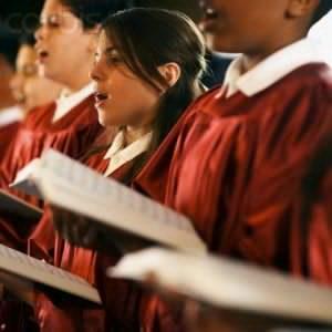 ¡Dios quiere que Su pueblo le alabe cantando! Por SugelMichelén